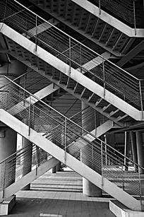 交错的楼梯