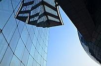 蓝天下寿光音乐厅蔚蓝的玻璃幕墙