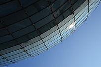 天空下漂亮的玻璃幕墙