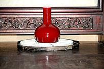 天水南宅子古居陈列的红釉瓷瓶