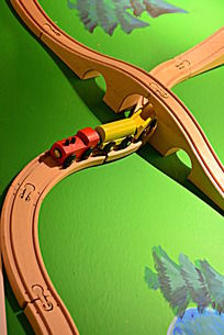 玩具火车轨道和火车
