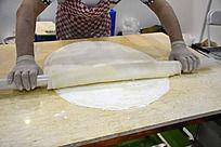 现场薄饼的手工制作