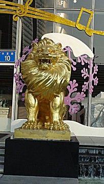 金狮子雕塑