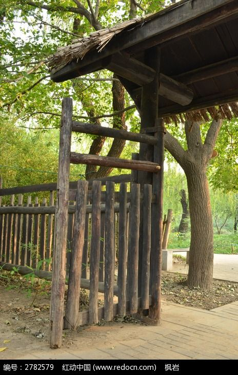 木门和木栅栏