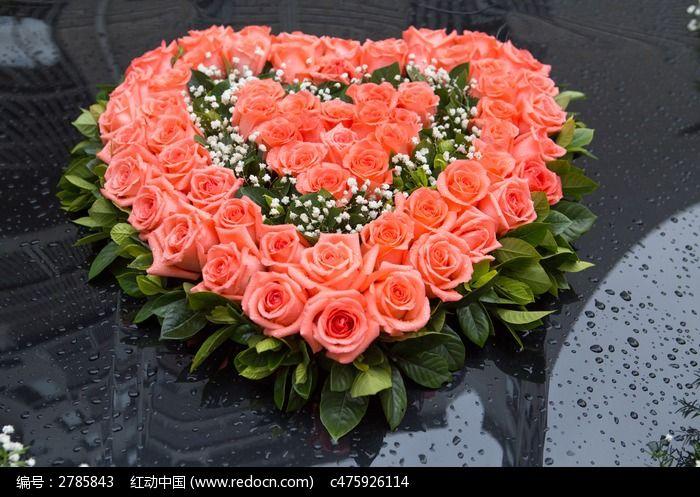 花车用红心形粉红玫瑰图片