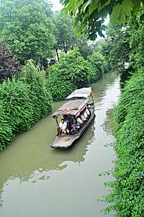 小河上的小船