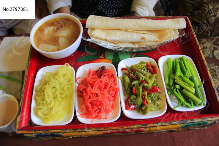 藏族特色食物饼卷菜