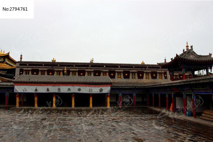 传统藏式寺庙走廊图片
