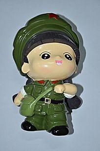 穿着绿色军装的女性卡通人物储蓄罐