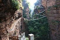 大裂谷里的石头路