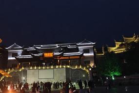 凤凰古城夜晚的建筑风光