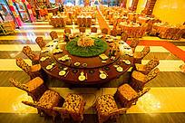 婚宴大厅餐桌布置