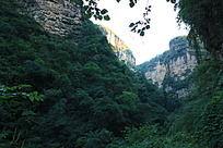 裂谷内的远山全景