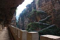 盘山而上的石路
