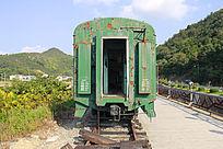 破旧的绿皮火车