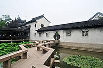 苏州木渎镇的小桥荷塘