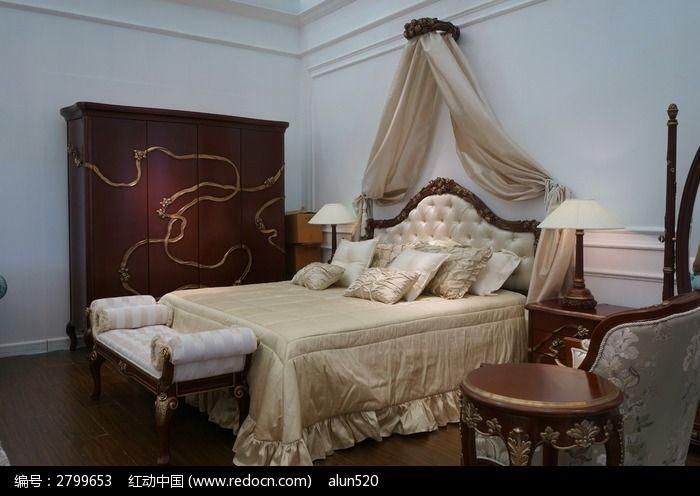 一张中式和欧式结合的大床图片