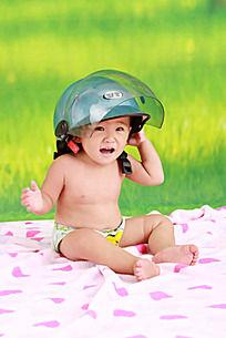 带头盔的小孩
