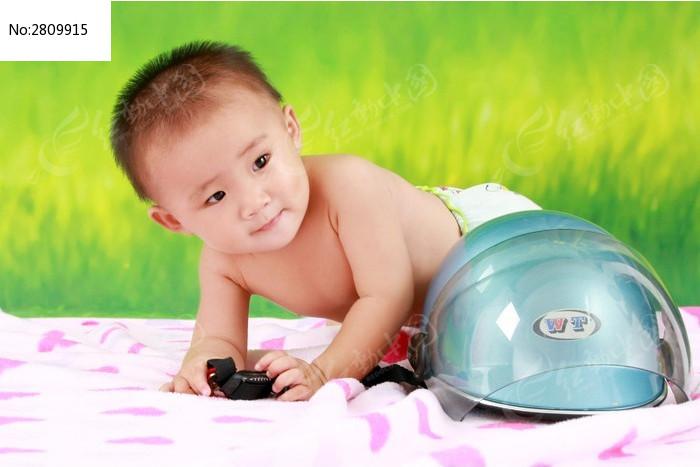 爬地小孩图片,高清大图_儿童摄影素材