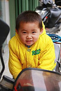 骑车的小朋友