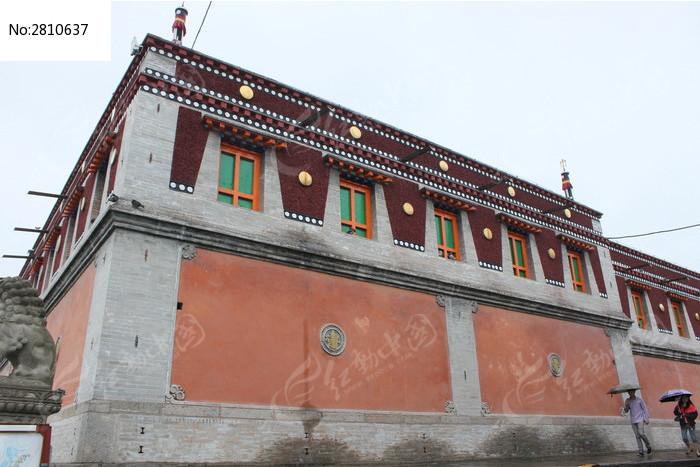 僧侣居住区的传统藏式建筑图片