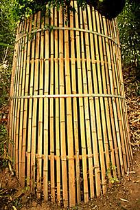 竹片编制的圆形栅栏围栏图片