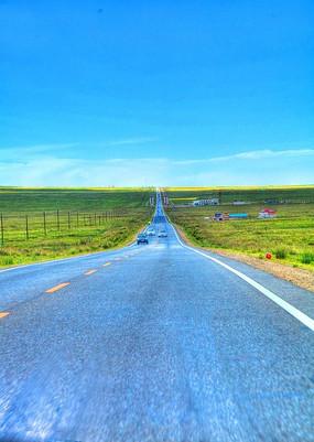 通往青海湖景区之路