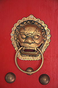 大红门上的狮子门环
