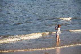 沙滩上的女人