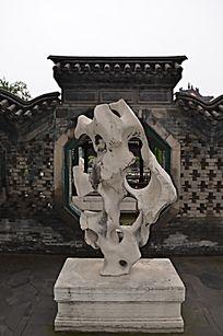 潍坊十笏园古建筑之槐香楼前的奇石造型