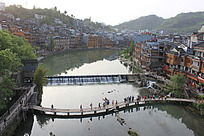 沱江上的s形木桥