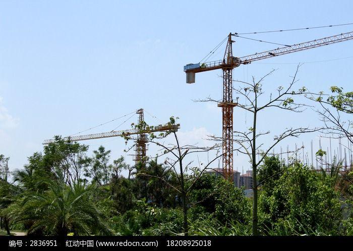 建筑工地上的吊塔