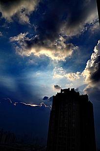 乌云  蓝天 阳光