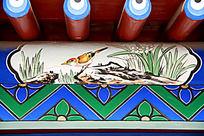 古建筑上的小鸟花草写意画和中式吉祥图案
