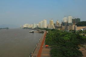 瓯江边的沿江景观带
