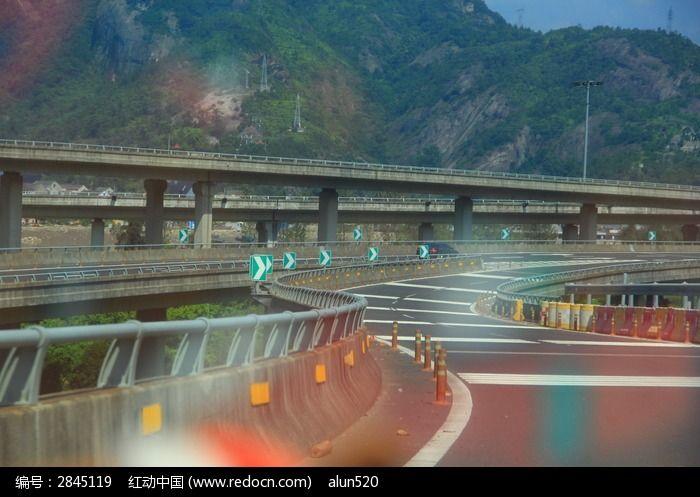 通往楠溪江风景区的高速路