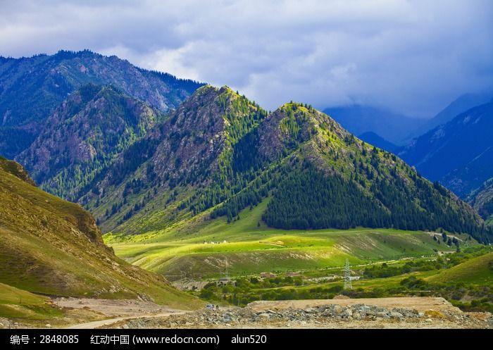 新疆夏特古道的山岭图片