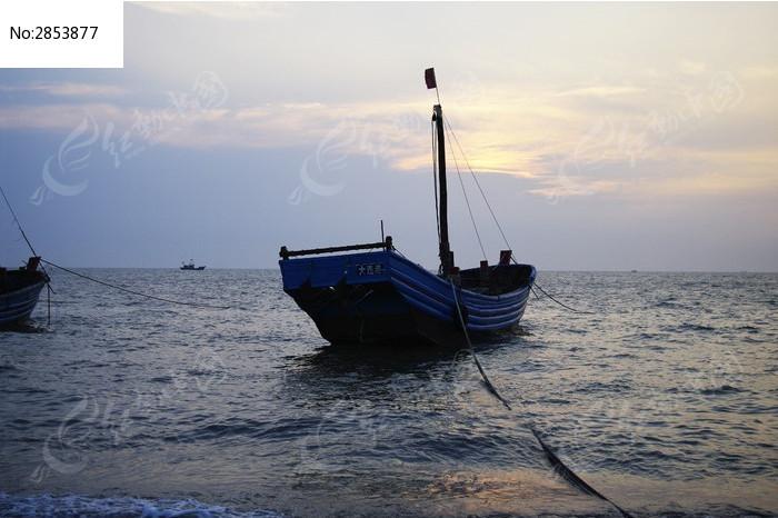 海浪船图片手绘