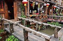 酒吧门口架桥