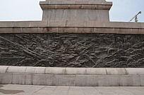 潍坊烈士陵园里英雄纪念碑底座上的浮雕