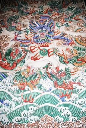 伏羲庙墙壁上彩绘的祥云龙纹图案