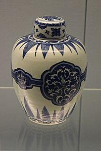 青花竹叶图案瓷罐
