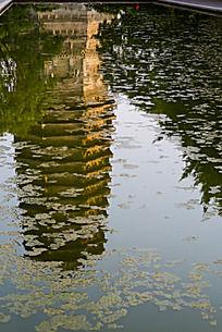 水中倒影的玲珑塔