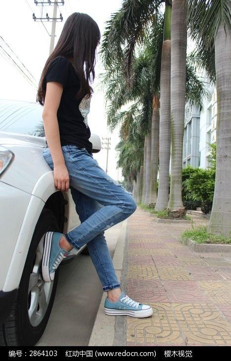 适合车旁的舞蹈人物_图片摄影图片姑娘视频女生依靠自学图片