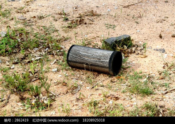 遗弃的垃圾桶