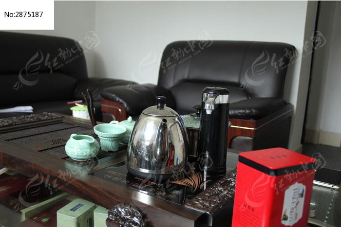 沙发和茶具图片
