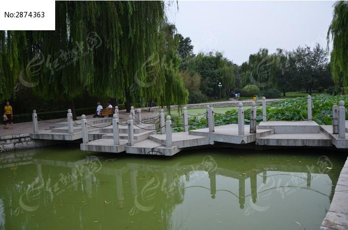寿光仓圣公园里的石桥