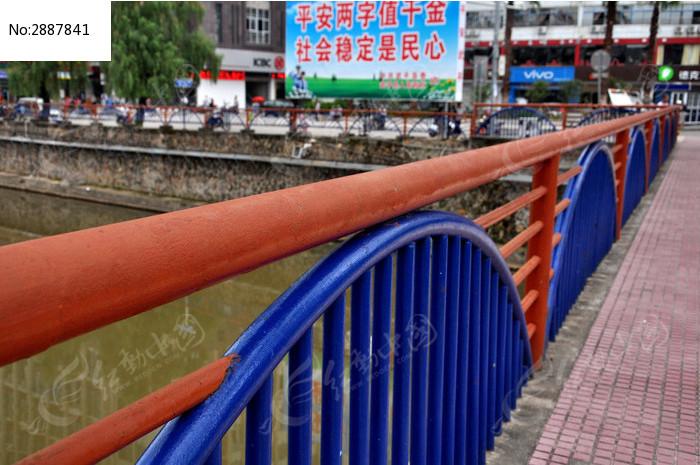 彩虹桥栏杆图片