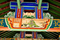 古建筑上彩绘的关羽夜观春秋场景图片
