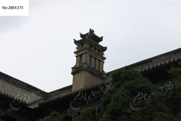 河南大学古建筑屋顶的小方塔